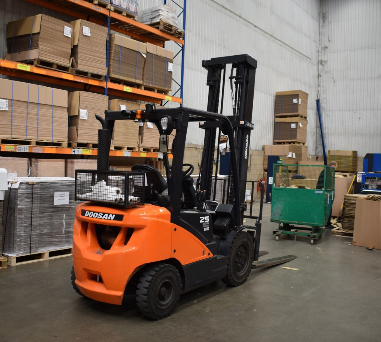 Doosan 3-wheel electric forklift truck