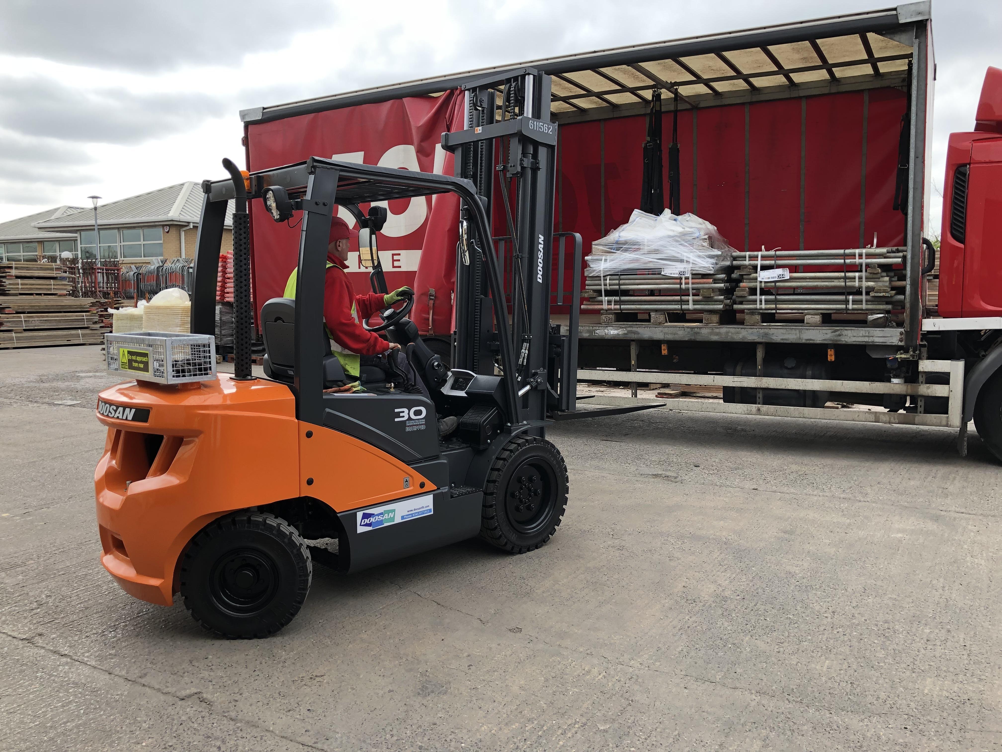 Doosan 3-wheel 2.0 tonne electric forklift
