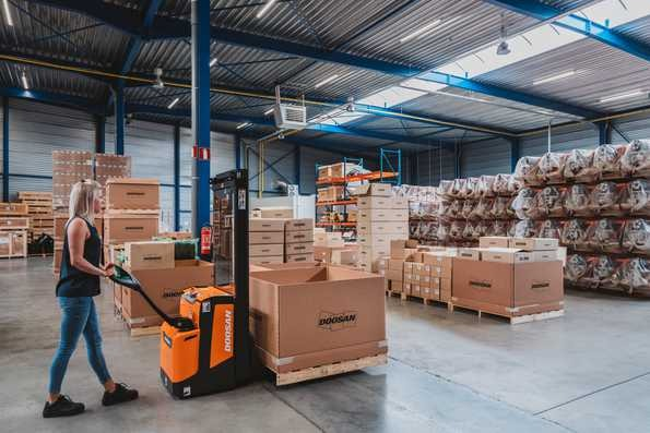 Three Benefits of Stackers - Give Your Warehouse a Lift | Doosan Forklifts UK