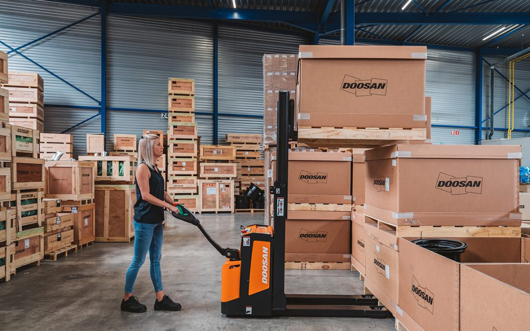 Three Benefits of Stackers – Give Your Warehouse a Lift