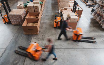 Powered Pallet Truck Buying Guide – Walkie vs Platform
