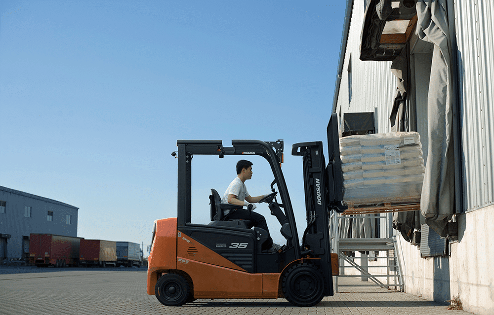 Should I Go Electric? – The Benefits of Electric Forklifts